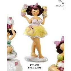Statua Ragazza curvy con macarons - Mandorle