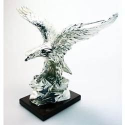 Aquila su roccia in argento
