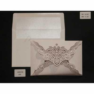 Partecipazione cartoncino avorio lavorazione laser con interno e busta avorio interno satinato