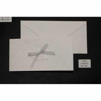 Partecipazione cartoncino avorio chiaro madreperlato con applicazione cuore e nastro raso