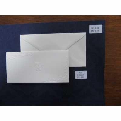 Partecipazione in cartoncino martellato avorio chiaro, con decori a cornice in rilievo a secco