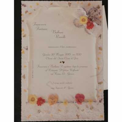 Partecipazione cartoncino floreale con cuoricini dorati centrali
