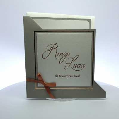 Partecipazione di matrimonio quadrata realizzata con doppio supporto cartaceo