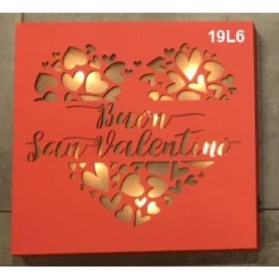 Lampada in legno con traforo frase a tema San Valentino