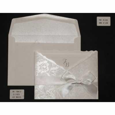 Partecipazione cartoncino satinato con interno avorio a vassoio e fiocco raso panna