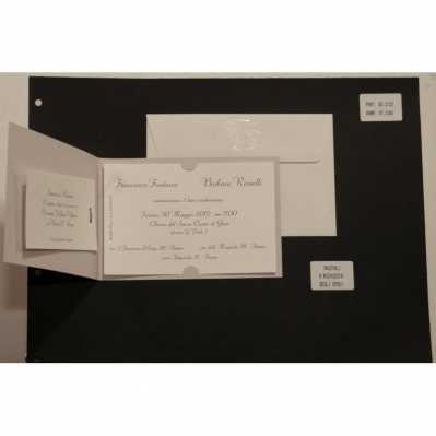Partecipazione cartoncino tortora con interno avorio chiaro, chiusura in cordoncino