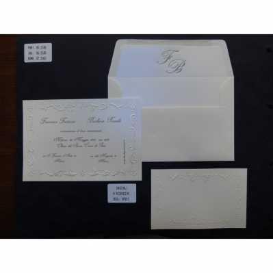 Partecipazione a vassoio in cartoncino avorio satinato con cornice a rilievo