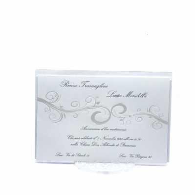 Partecipazione matrimonio bianca con decoro centrale stampato a caldo