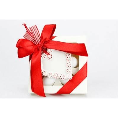 Scatola portaconfetti avorio con fiocco rosso e cuoricino in ceramica bianco