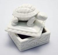 Scatola con tartaruga in porcellana