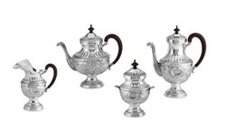 Servizio da caffè cesellato in argento