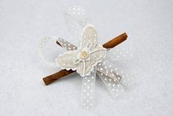 Farfalla in lino con bastoncini di cannella