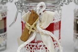 Barattolino in vetro portaconfetti con bastoncino di cannella