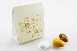 Scatola a busta in cartoncino con fiorellini