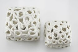 Scatola traforata in porcellana