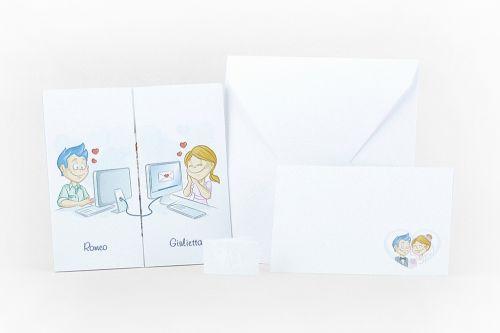Partecipazione pieghevole con illustrazione sposi al computer