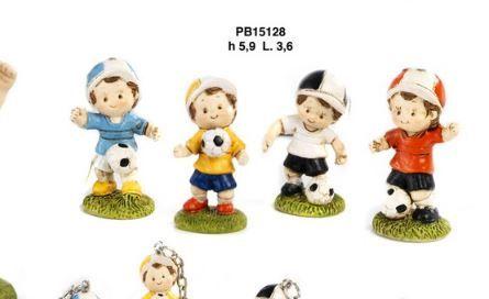 Bambino e palla da calcio - Mandorle