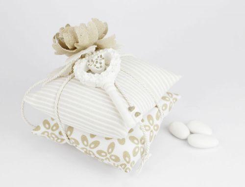 Cuscino portaconfetti + chiave bomboniera per nozze linea MARTINA - Joel