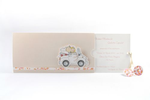 Partecipazione con illustrazione sposi in auto