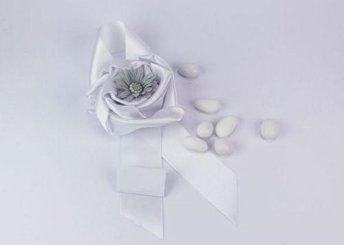 Sacchetto portaconfetti in seta fiore grigio modello coccarda Gioia