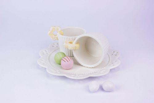 Set 2 tazze con vassoio decoro pasticcini in porcellana bomboniere