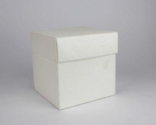 Scatola per confezionamento o confetti avorio quadrata