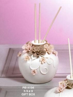 Diffusore bianco con roselline rosa - Mandorle