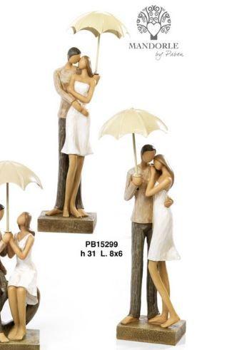 Coppia Innamorati in resina con ombrello  - Mandorle