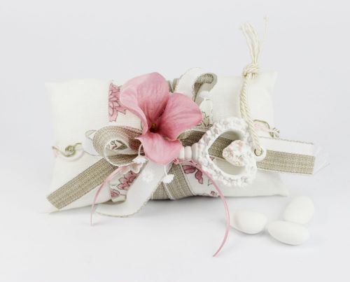 Cuscinetto portaconfetti con fiore e chiave Bomboniera Matrimonio linea FIOR DI LOTO - Joel