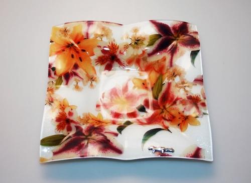 Piatto in vetro con decorazione floreale - 22cm - Gai Mattiolo
