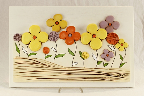 Basso rilievo con decoro floreale - ceramica