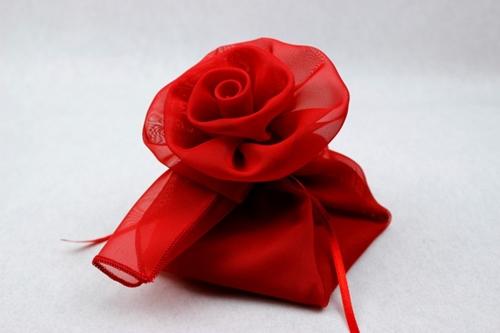 Fazzoletti in georgette piegati a rosa