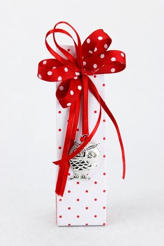 Scatolina a pois rossi con coccarda rossa e gufetto argentato