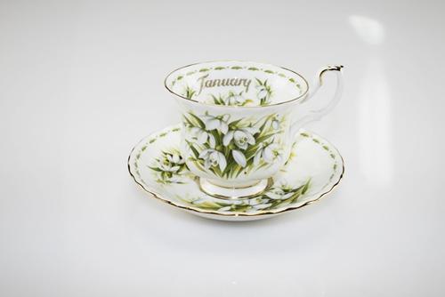 Tazza da tè con decoro floreale