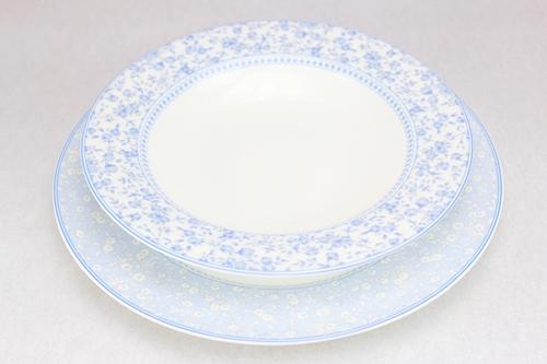 Servizio di piatti con fiori azzurri - 53pz