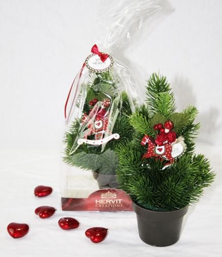 Pino con decoro natalizio
